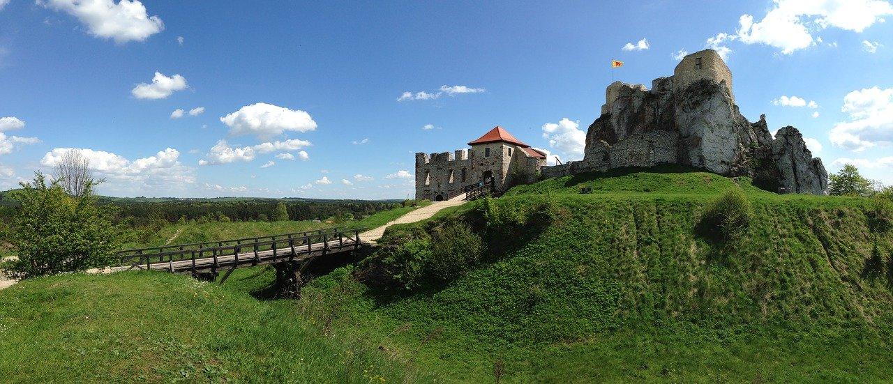 Zamek w Rabsztynie ponownie otwarty. Turyści ruszyli tłumnie